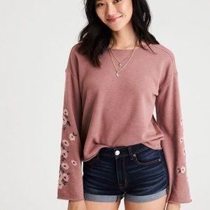NWT 💕AE bell sleeve crewneck sweatshirt SZ S